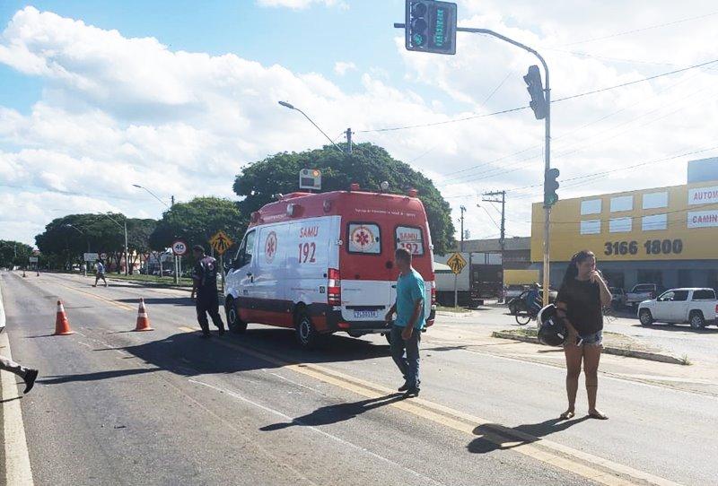 Colisão entre carro e moto deixa motoqueiro ferido em Eunápolis